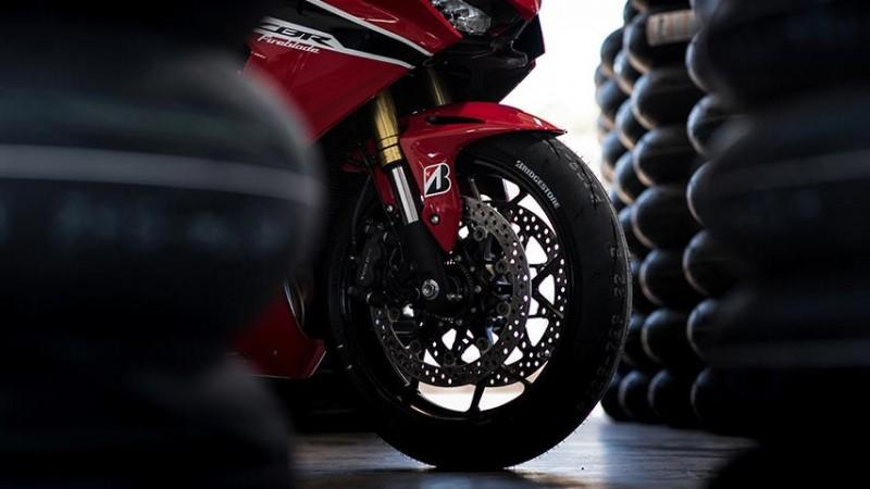 普利司通 (Bridgestone) Battlax Racing R11 (R11)
